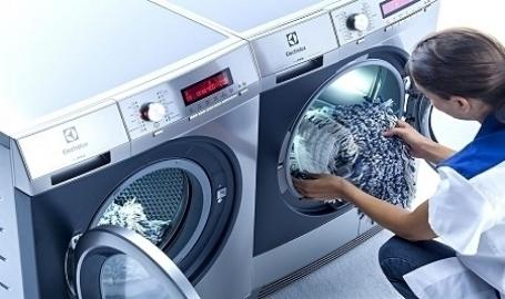 Darbs virtuvē. Ko darīt ar netīro apģērbu?